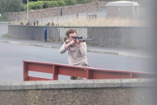 Teen aims gun at police