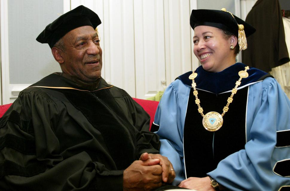 Bill Cosby (l.) and Spelman College president Dr. Beverly Tatum in 2006