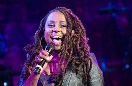 ledisi with mic