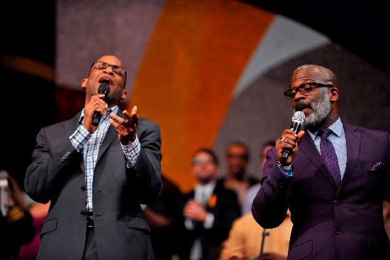 a crouch - Donnie McClurkin and Bebe Winans