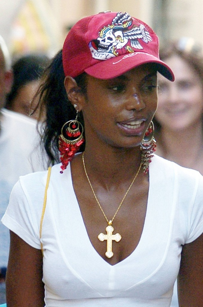 Sean 'P Diddy' Combs' girlfriend sporting a nasty swollen cut on her nose