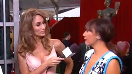 rashida_jones_sag_red_carpet_interview