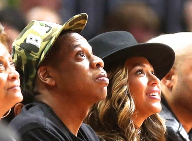Jay-Z and Beyonce attend the game between the Cleveland Cavaliers and the Los Angeles Clippers at Staples Center on January 16, 2015 in Los Angeles