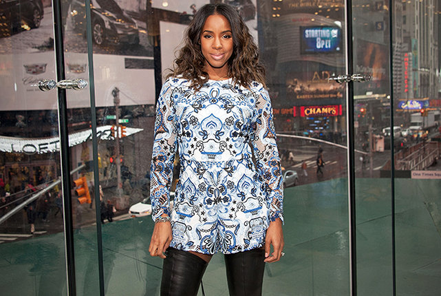 """Kelly Rowland visits """"Extra"""" at their New York studios at H&M in Times Square on March 20, 2015 in New York City."""