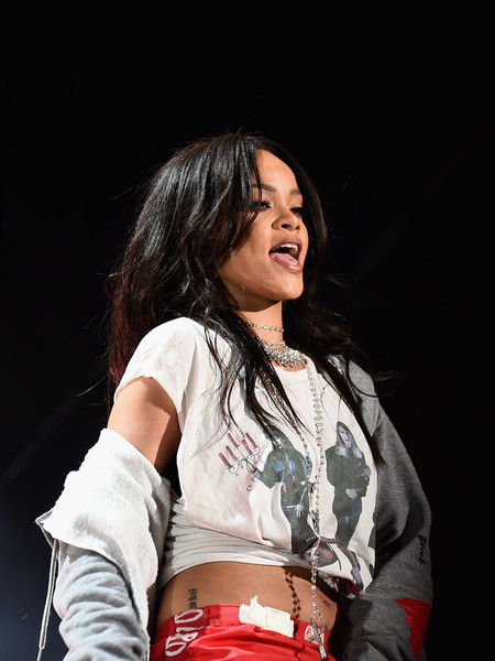 Rihanna performs onstage during the Coke Zero Countdown at the NCAA March Madness Music Festival - Day 2 at White River State Park on April 4, 2015 in Indianapolis, Indiana