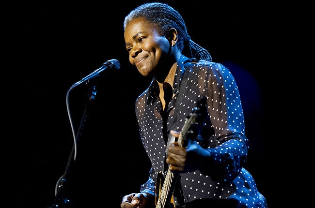 """Musical guest Tracy Chapman performs """"Stand By Me"""" on the Late Show with David Letterman, Thursday April 16, 2015 on the CBS Television Network. Photo: Jeffrey R. Staab/CBS"""