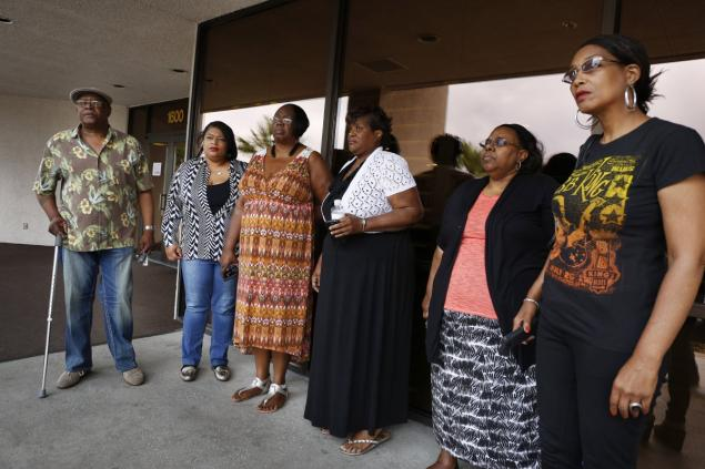 From left: Willie King, Tanya Deckard, Patty King, Karen Williams, Barbara King Winfree and Rita Washington stand outside of a funeral home after a private family viewing of blues musician B.B. King on Thursday
