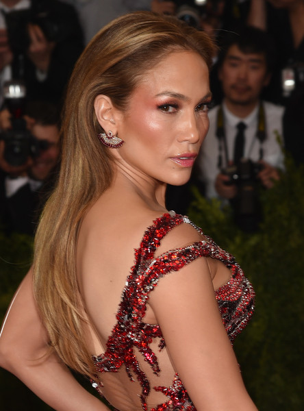 """Jennifer Lopez attends the """"China: Through The Looking Glass"""" Costume Institute Benefit Gala at the Metropolitan Museum of Art on May 4, 2015 in New York City"""