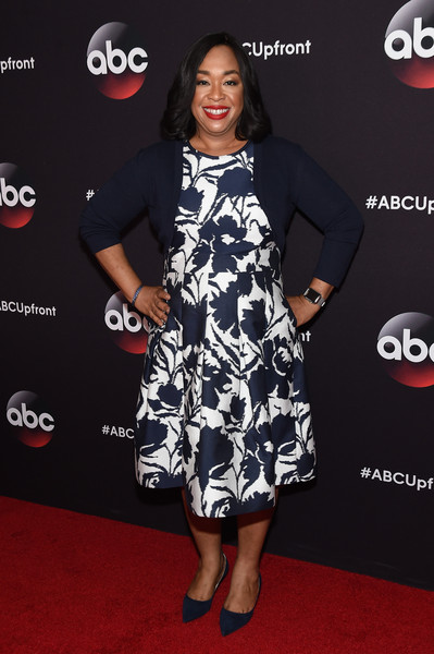 Shonda Rhimes attends the 2015 ABC Upfront at Avery Fisher Hall, Lincoln Center on May 12, 2015 in New York City