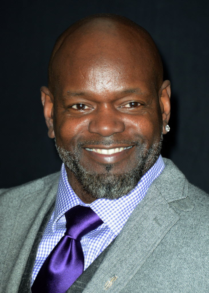 a biography of emmitt smith Emmitt smith, in full emmitt james smith iii, (born may 15, 1969, pensacola, florida, us), american gridiron football player who in 2002 became the all-time leading rusher in national football league (nfl) history he retired after the 2004 season with 18,355 yards rushing.
