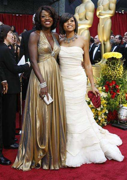 """Nominees for Best Supporting Actress Viola Davis for """"Doubt"""" and Taraji P. Henson (R) for """"The Curious Case of Benjamin Button"""" arrive at the 81st Academy Awards in Hollywood, California February 22, 2009."""