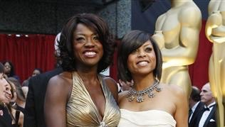 "Nominees for Best Supporting Actress Viola Davis for ""Doubt"" and Taraji P. Henson (R) for ""The Curious Case of Benjamin Button"" arrive at the 81st Academy Awards in Hollywood, California February 22, 2009.  REUTERS/Mario Anzuoni (UNITED STATES)  (OSCARS-ARRIVALS)"