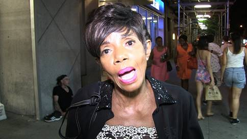 Melba Moore speaks to photographer re Bill Cosby