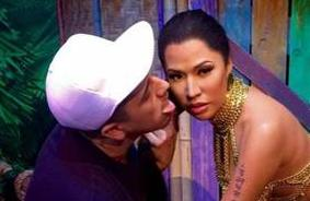 dude licking nicki minaj wax figure1