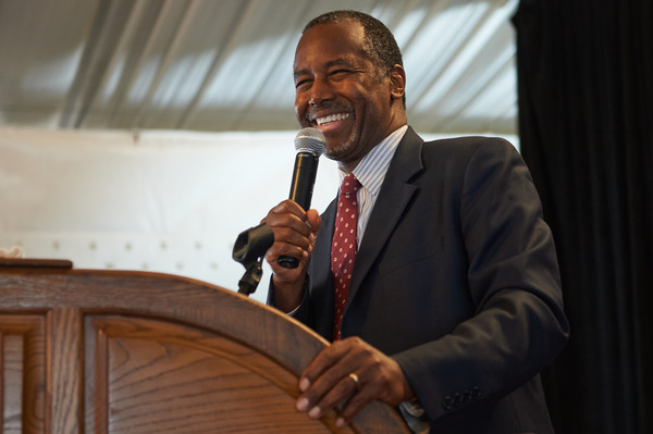 2016 Republican Presidential Nominee Dr. Ben Carson speaks to the crowd during the Eagle Forum's Eagle Council Event at the Marriott St. Louis Airport Hotel on September 11, 2015 in St. Louis, Missouri