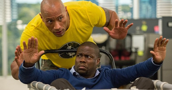 """Dwayne Johnson (L) and Kevin Hart in """"Central Intelligence)"""