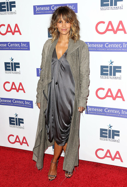 "Actress Halle Berry attends the Entertainment Industry Foundation's ""Imagine"" Benefit Fundraiser on November 4, 2015 in Beverly Hills, California."