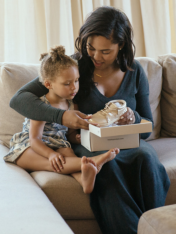 riley curry (mother & shoes)