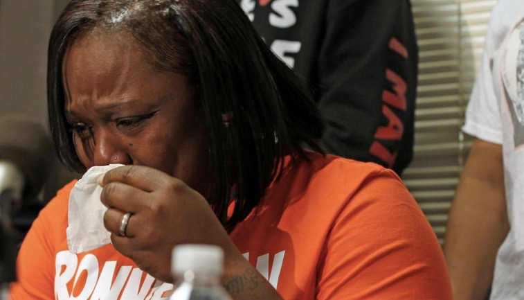 Dorothy Holmes, the mother of Ronald Johnson, speaks at a news conference on Dec. 1, 2015, demanding the release of the dash-cam video of her son being shot in the back by Chicago police in October 2014.