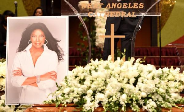 natalie cole-funeral