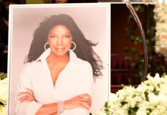natalie cole-funeral-05a