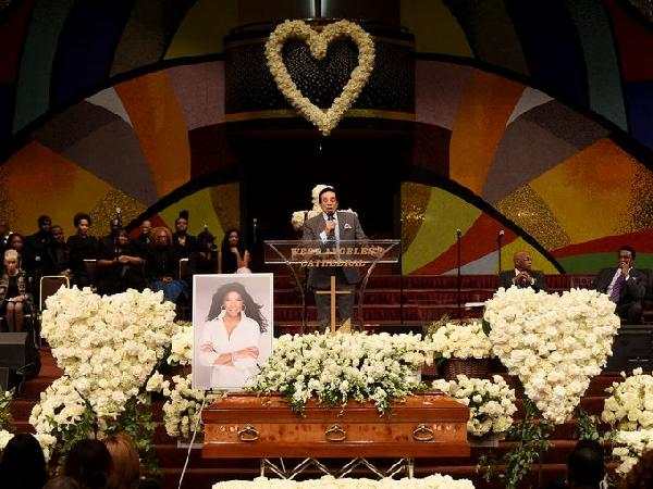 natalie cole funeral (smokey robinson)