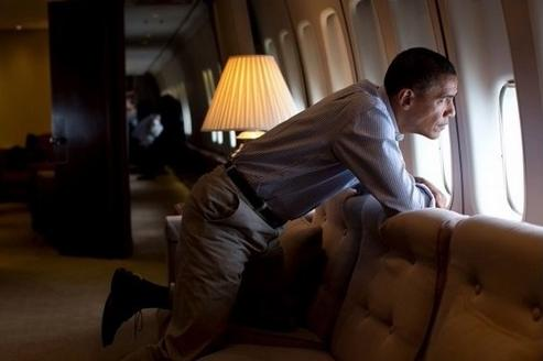obama looking out air force 1 window
