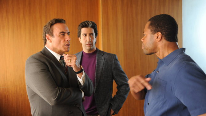 "THE PEOPLE v. O.J. SIMPSON: AMERICAN CRIME STORY ""From the Ashes of Tragedy"" Episode 101 (Airs Tuesday, February 2, 10:00 pm/ep) -- - Pictured: (l-r) John Travolta as Robert Shapiro, David Schwimmer as Robert Kardashian, Cuba Gooding, Jr. as O.J. Simpson. CR: Ray Mickshaw/FX"