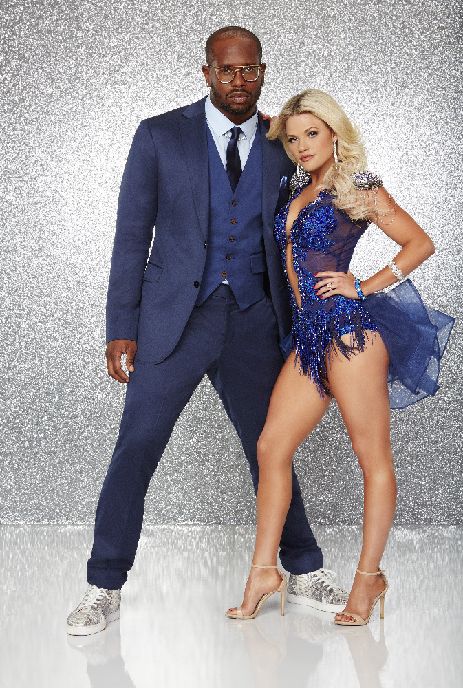 """VON MILLER AND WITNEY CARSON - The stars grace the ballroom floor for the first time on live national television with their professional partners during the two-hour season premiere of """"Dancing with the Stars,"""" which airs MONDAY, MARCH 21 (8:00-10:01 p.m., ET) on the ABC Television Network. (ABC/Craig Sjodin)"""