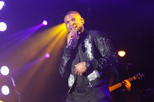 Usher performs onstage at 11th Annual Jazz In The Gardens Music Festival - Day 2 at Sunlife Stadium on March 20, 2016 in Miami, Florida. (Photo by Mychal Watts/Getty Images for Jazz in the Gardens)
