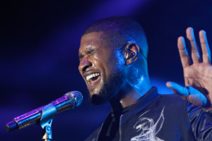 MIAMI, FL - MARCH 20: Usher performs onstage at 11th Annual Jazz In The Gardens Music Festival - Day 2 at Sunlife Stadium on March 20, 2016 in Miami, Florida. (Photo by Mychal Watts/Getty Images for Jazz in the Gardens)