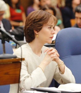 "THE PEOPLE v. O.J. SIMPSON: AMERICAN CRIME STORY ""Conspiracy Theories"" Episode 107 (Airs Tuesday, March 15, 10:00 pm/ep) -- Pictured: Sarah Paulson as Marcia Clark. CR: Ray Mickshaw/FX"