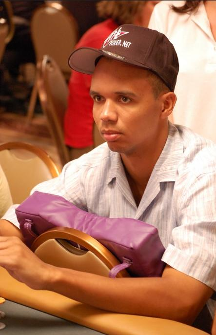 phil ivey (massage at poker table)