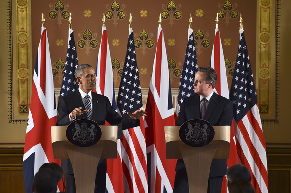 US President Barack Obama (L) and British Prime Minister David Cameron during a press conference at the Foreign and Commonwealth Office on April 22, 2016 in London, England.