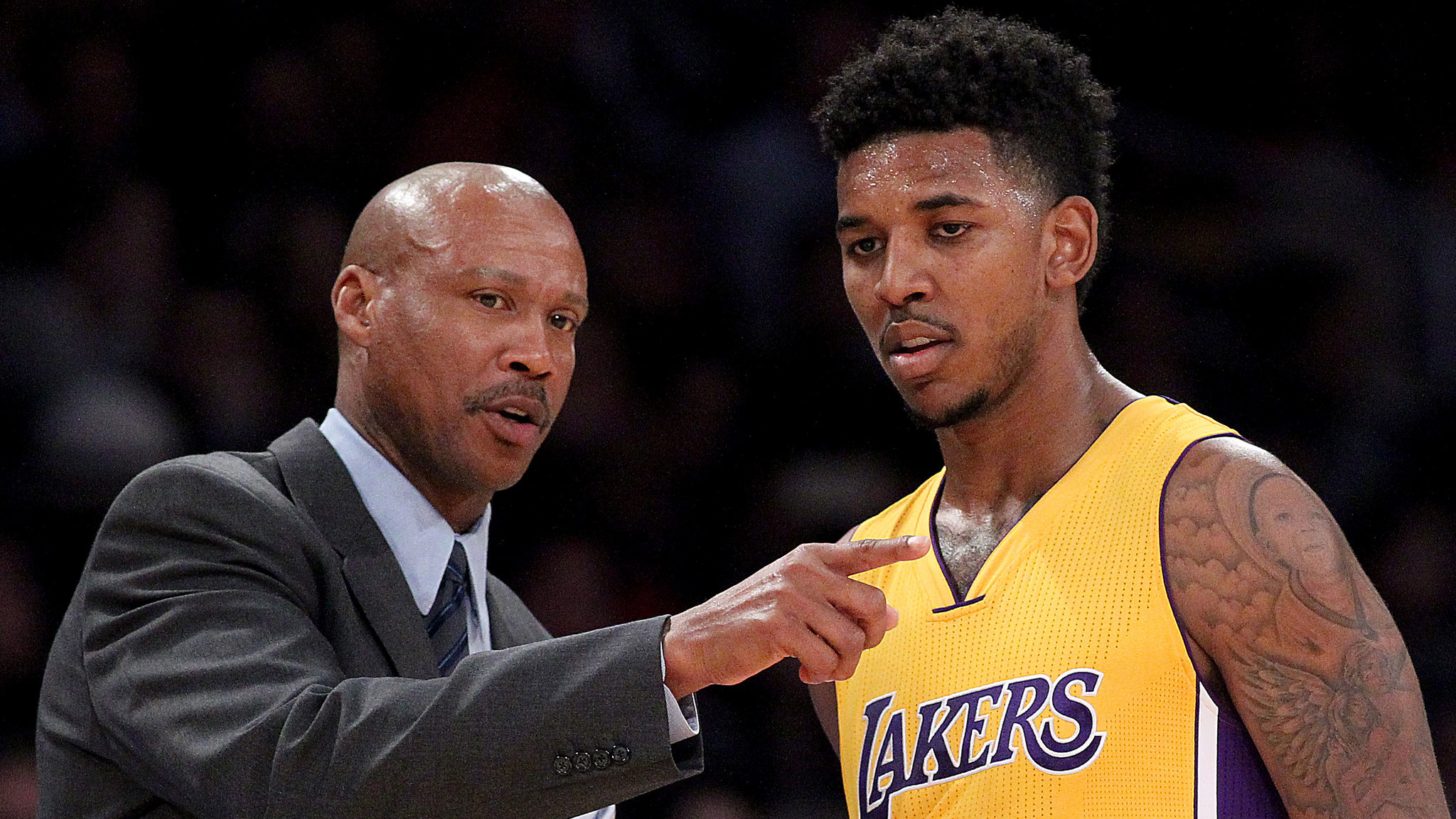 LOS ANGELES, CALIF. - DEC. 9, 2014.  Lakers coach Byron Scott talks with swingman Nick Young in the fourth quarter Tuesday, Dec. 9, 2014, at Staples Center in Los Angeles.  (Luis Sinco/Los Angeles Times)