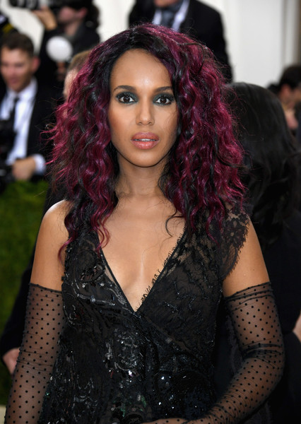 "Kerry Washington attends the ""Manus x Machina: Fashion In An Age Of Technology"" Costume Institute Gala at Metropolitan Museum of Art on May 2, 2016 in New York City."