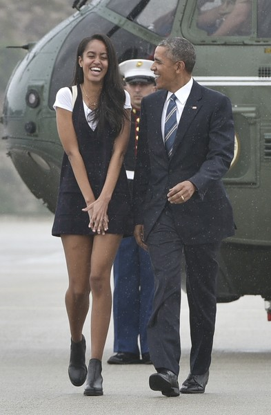 US President Barack Obama and daughter Malia make their way to board Air Force One before departing from Los Angeles International Airport in Los Angeles on April 8, 2016.