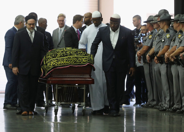 he casket with the body of Muhammad Ali arrives for an Islamic prayer service at the Kentucky Exposition Center on June 9, 2016 in Louisville, Kentucky.