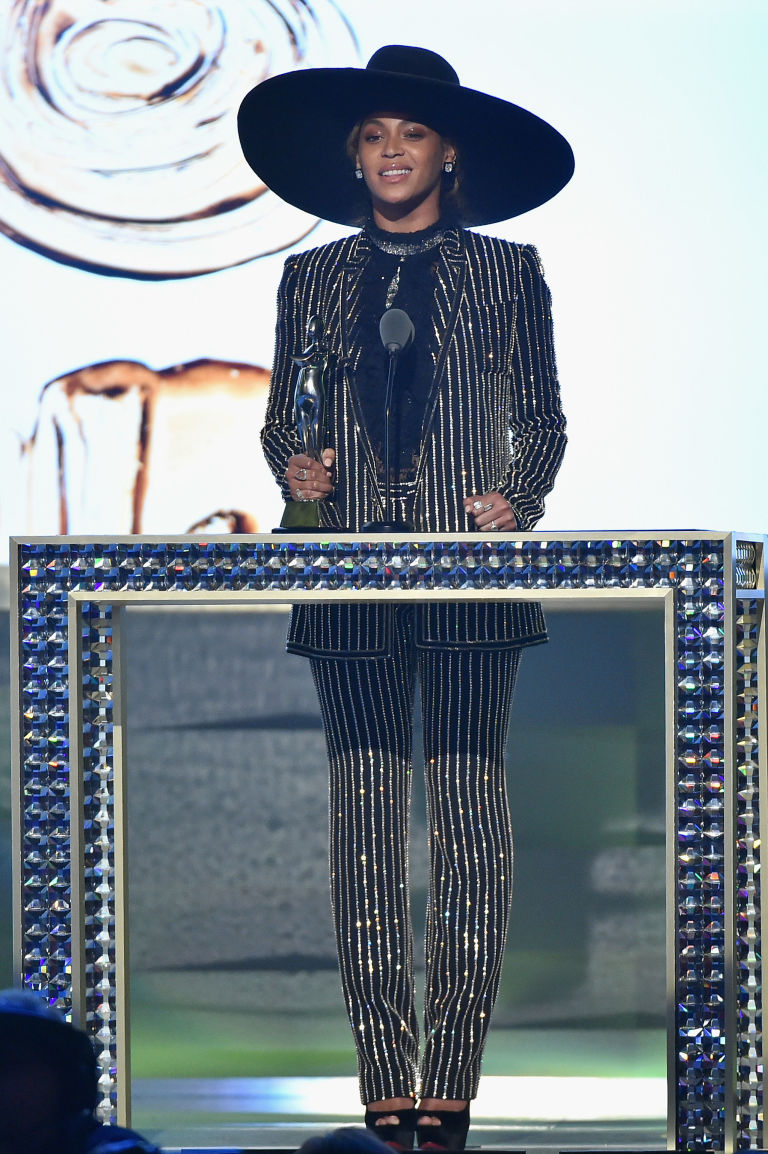 Beyonce accepts CDFA Fashion Icon Award onstage at the 2016 CFDA Fashion Awards at the Hammerstein Ballroom on June 6, 2016 in New York City.
