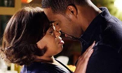 Jason George as Dr. Ben Warren and Chandra Wilson as Dr. Miranda Bailey on ABC Grey's Anatomy.