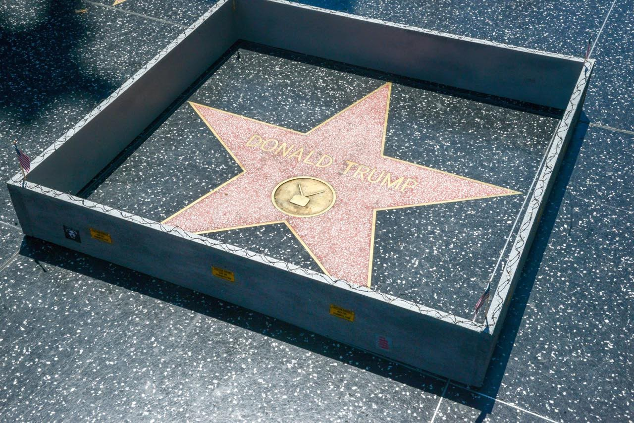 Build The Wall : Someone built a wall around donald trump s hollywood star