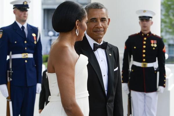 President Obama and the First Lady Michelle Obama await the arrival of Prime Minister Lee Hsien Loong and Madam Ho Ching at the North Portico of the White House August 2, 2016 in Washington, DC. The Obamas are hosting the prime minister and his wife for an official state dinner.