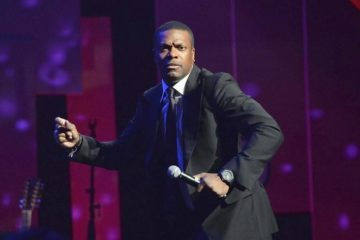chris tucker (with mic)
