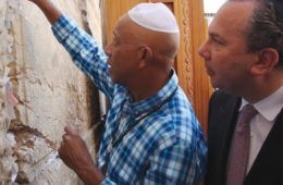 russell-and-rabbi-at-the-wall