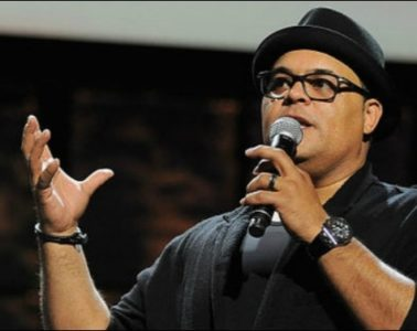 israel houghton-with-mic