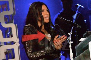 Toni Braxton performs with heart monitor in Savannah, GA