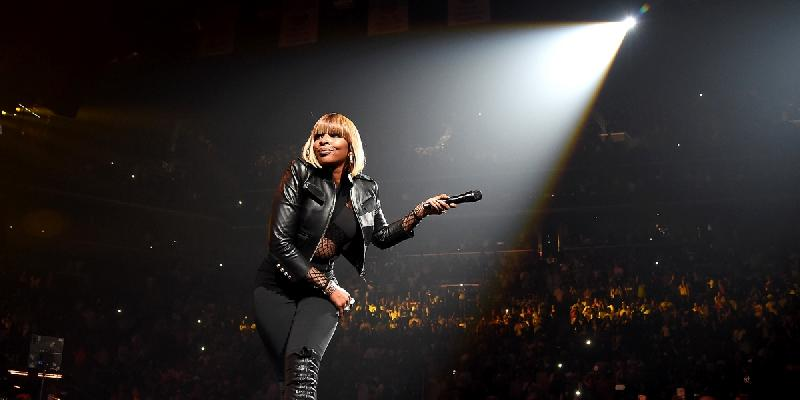 mary-j-blige-performs