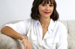 rashida-jones-just-launched-the-prettiest-jewelry-collection-1950601-1477331604-640x0c