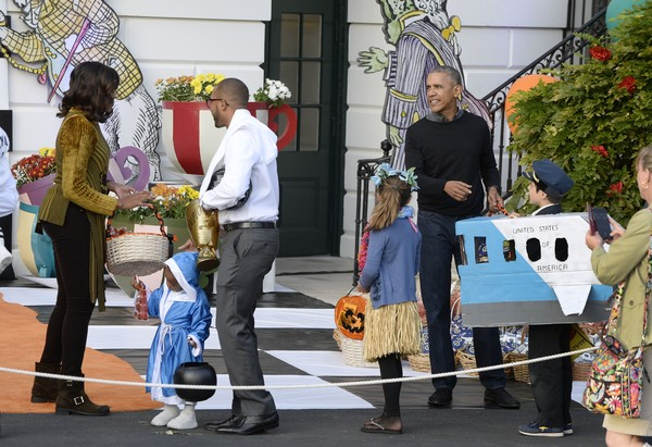 President Barack Obama and first lady Michelle Obama hand out treats during a Halloween event at the South Lawn of the White House October 31, 2016 in Washington, DC.