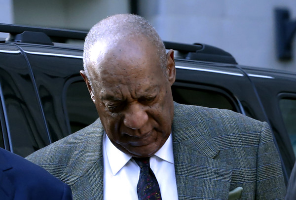 Comedian Bill Cosby(C) arrives at the Montgomery County courthouse for pretrial hearings in the sexual assault case against him in Norristown, Pennsylvania on November 2, 2016